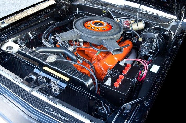 11-1970-dodge-challenger-440-big-block-engine.jpg